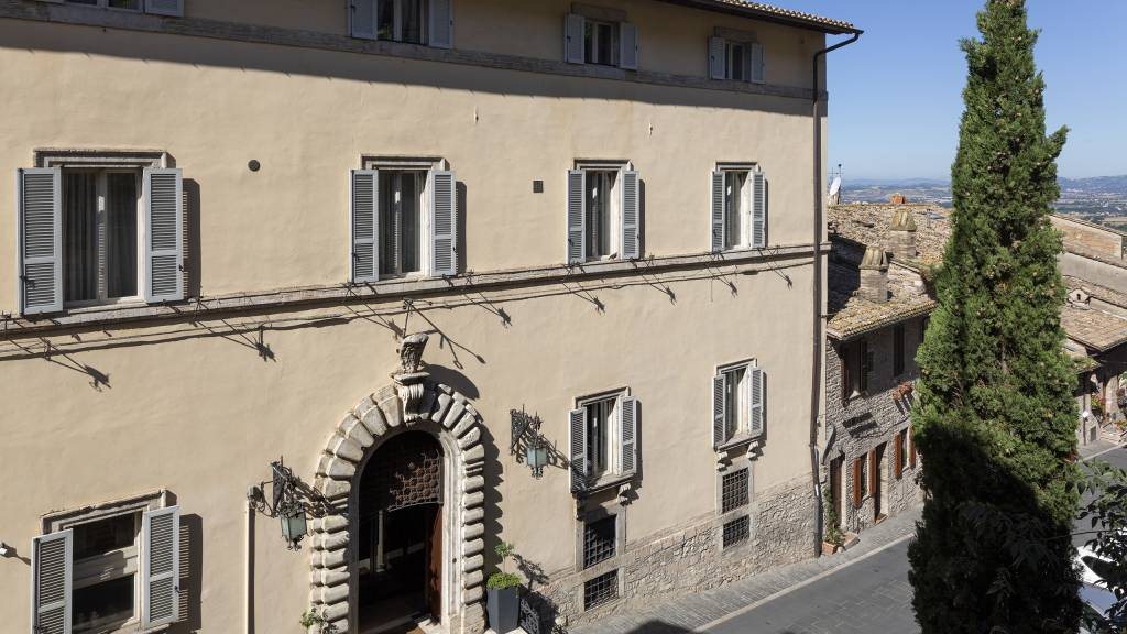 Fontebella-Palace-Hotel-Assisi-art-surroundings-1