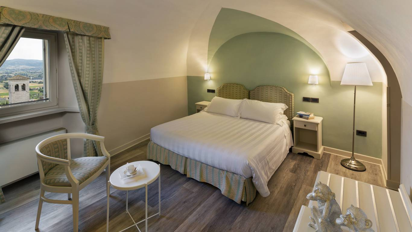 Fontebella-Palace-Hotel-Assisi-superior-suite-panoramic-view-401dblsupdvDONI2682