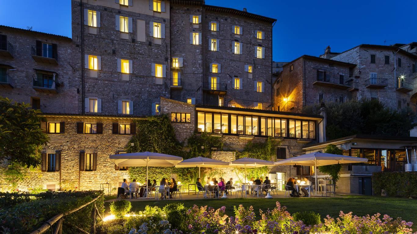 Fontebella-Palace-Hotel-Assisi-illuminated-exterior-1