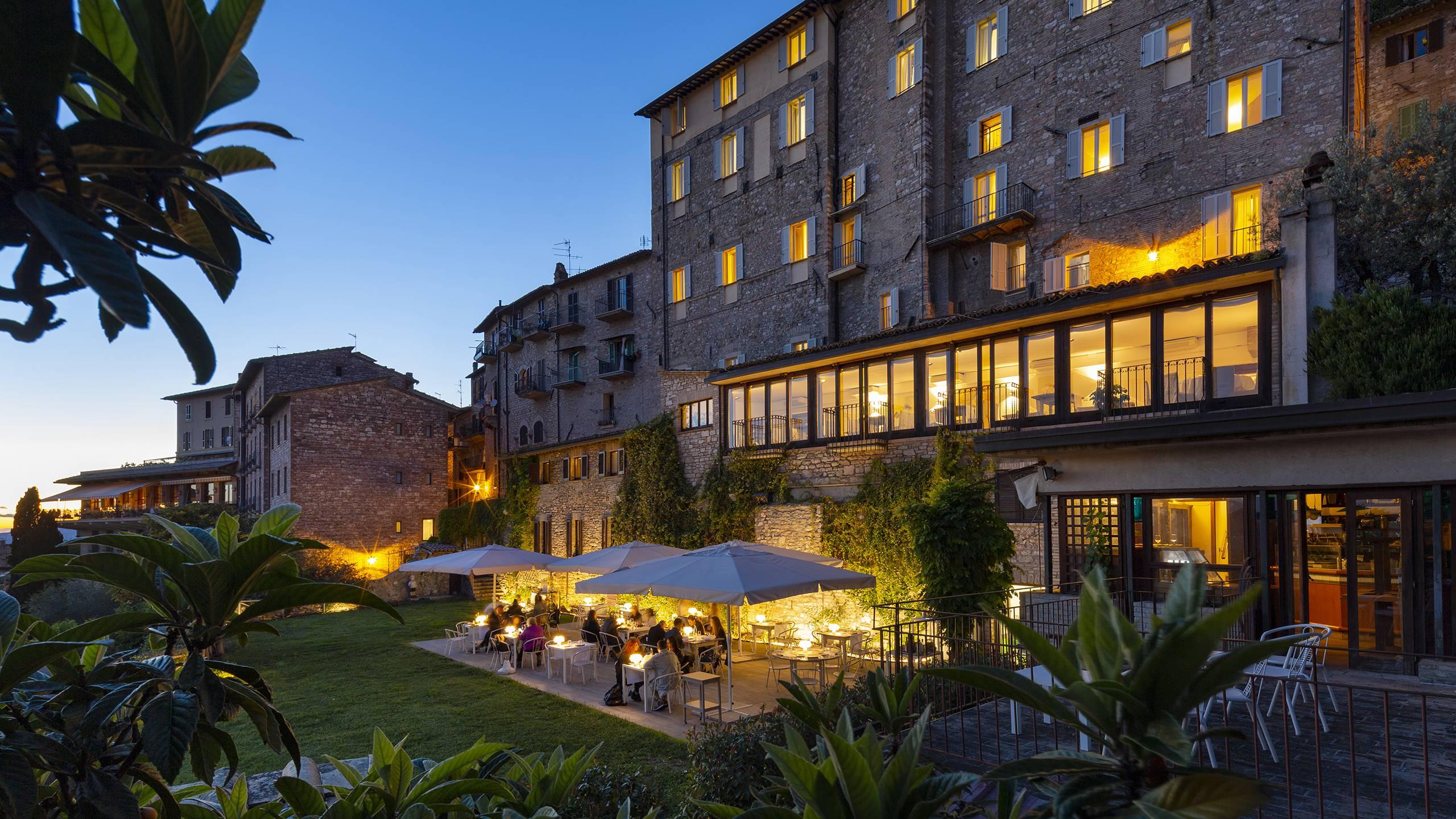 Fontebella-Palace-Hotel-Assisi-illuminated-exterior